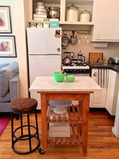 kitchen idea - put marble slab (from crate & barrel) on top of Ikea kitchen cart! kitchen idea - put marble slab (from crate & barrel) on top of Ikea kitchen cart! Small Kitchen Cart, Ikea Kitchen Cart, Small Apartment Kitchen, Diy Kitchen, Kitchen Decor, Kitchen Ideas, Kitchen Shelves, Space Kitchen, Table Shelves