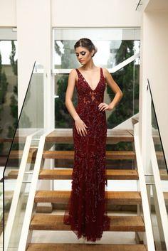 Oi meninas! O post de hoje é do jeito que vocês gostam, fotos enormes para mostrar os detalhes dos vestidos. Para começar, este vestido...