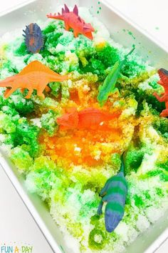 A super fun winter sensory bin! Dinosaurs, paint, and real snow - all the things that preschoolers love! Busy boys will especially love this quiet time sensory activity. Sensory Bins, Sensory Activities, Winter Activities, Early Learning Activities, Activities For Kids, Dinosaurs Preschool, Best Shakes, Preschool Lesson Plans