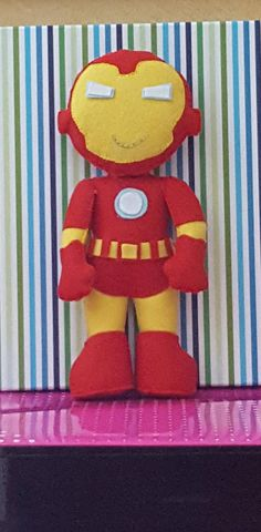 Bambolotto tipo Iron Man in pannolenci Action Figure