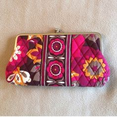 Vera Bradley Mod Floral Kisslock Wallet Pattern is mod floral pink, In excellent used condition Vera Bradley Bags