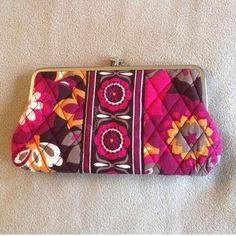 Vera Bradley Kisslock Wallet In excellent used condition Vera Bradley Bags