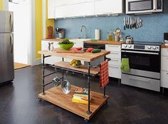 Combine iron threaded pipe and butcher block to create a kitchen centerpiece. a finished butcher-block island on wheels -materials list and how to Rolling Kitchen Island, Diy Kitchen Island, Kitchen Dining, Kitchen Decor, Moveable Kitchen Island, Ikea Island, Floors Kitchen, Kitchen Shelves, Kitchen Backsplash