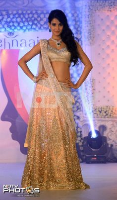 Sonal Chauhan in gorgeous peachy Neeta Lulla lehenga choli with diamonds emerald necklace set at LFW 2013 Big Fat Indian Wedding, Indian Bridal Wear, Asian Bridal, Indian Wedding Outfits, Pakistani Bridal, Indian Outfits, Indian Wear, Indian Style, Sabyasachi