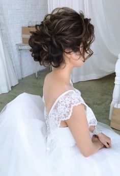 Wedding Bun Hairstyles, Evening Hairstyles, Dance Hairstyles, Messy Hairstyles, Pretty Hairstyles, Curly Hair Up, Curly Hair Styles, Short Bridal Hair, Hair Arrange