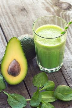 Körper entgiften & besser fühlen: 3 Detox Smoothies zum Selbermixen - Minz-Avocado-Smoothie La mejor imagen sobre healt para tu gusto Estás buscando algo y no has podid - Smoothie Detox, Avocado Smoothie, Fruit Smoothies, Smoothie Legume, Low Carb Smoothies, Green Smoothie Recipes, Vegetable Smoothies, Simple Smoothies, Breakfast Smoothies