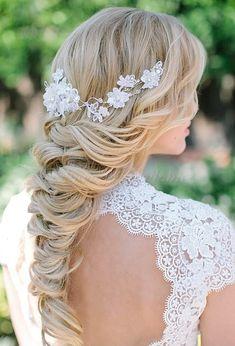 fonott menyasszonyi frizurák, fonott esküvői frizura - fonott esküvői frizura hajékszerrel