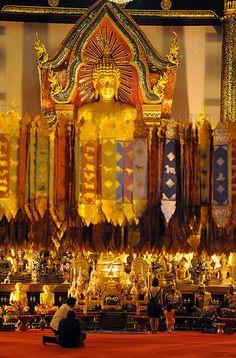 Temple at Wat Chedi Luang, Chiang Mai, Thailand   Oliver Davis via Flickr