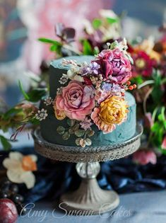 2 tier wedding cake. Love the colors!