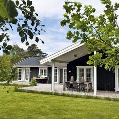 Møbelfabrikanten holder meget af sit sommerhus i Tisvilde ... især om vinteren.