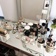 New makeup organization vanity vintage beauty room 60 ideas - Make-up-Zimmer Makeup Vanities, Vanity Organization, Makeup Storage, Rangement Makeup, Fall Inspiration, Makeup Rooms, Makeup Desk, Makeup Drawer, Diy Makeup