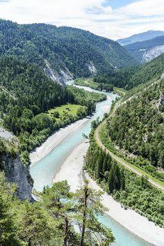 Rheinschlucht Surselva Graubünden Asia Travel, Solo Travel, Places To Travel, Places To Go, Places In Switzerland, Beautiful Nature Pictures, Hiking Tips, Travel And Leisure, Day Trips