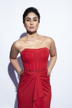 Karena Kapoor, Modern Disney Characters, Wwe Roman Reigns, Indian Bollywood Actress, Kareena Kapoor Khan, Bollywood Stars, Hottest Photos, Angel, Actresses