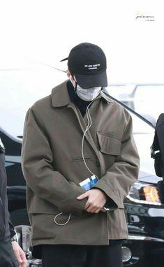 180209 - Incheon Airport going to Taipei Chanyeol, Exo, Incheon, Taipei, Raincoat, Jackets, Lord, Menswear, Angel
