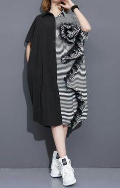 Perpaduan motif n polos nya. Abaya Fashion, Fashion Wear, Boho Fashion, Fashion Dresses, Womens Fashion, Mode Abaya, Mode Hijab, Simple Dresses, Casual Dresses