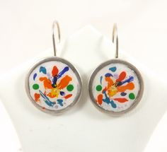 Boucles d'oreilles dormeuses rondes en étain, plaqué argent, abstrait en acrylique : Boucles d'oreille par long-nathalie
