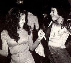 Latoya Jackson & Michael Jackson at Studio 54 Studio 54, Jackson Family, Jackson 5, Michael Jackson Funny, Vintage Black Glamour, People Dancing, The Jacksons, Motown, Juni