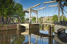 El #MagereBrug o Puente Delgado de #Amsterdam, hoy día restringido solo a peatones y #bicicletas. http://www.viajaraamsterdam.com/lugares-para-visitar-en-amsterdam/magere-brug/ #turismo #Holanda