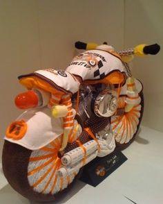Motorrad aus Windeln, Badetüchern und Ähnlichem
