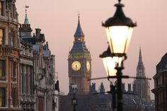18 FREE THINGS TO DO IN LONDON www.HostelRocket.com Big Ben at dawn