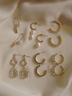We ship worldwide Ear Jewelry, I Love Jewelry, Dainty Jewelry, Jewelry Design, Gold Accessories, Fashion Accessories, Fashion Jewelry, Accesorios Casual, Jewelry Photography