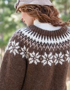 Knitted in light and insulating Alafoss Lopi, this pullover is uniquely suited to wearing outdoors—it is naturally 100 percent guaranteed to keep you warm and cozy! Fair Isle Knitting Patterns, Fair Isle Pattern, Knit Patterns, Icelandic Sweaters, Knitting Needles, Knit Crochet, Clothes, Warm, Cozy