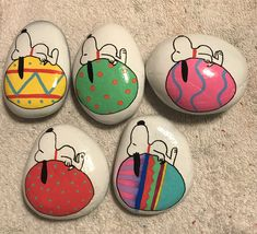 Rock painting ideas easy, love painting, painted rocks craft, p Rock Painting Patterns, Rock Painting Ideas Easy, Rock Painting Designs, Love Painting, Paint Designs, Gif Disney, Disney Quotes, Egg Rock, Painted Rocks Craft
