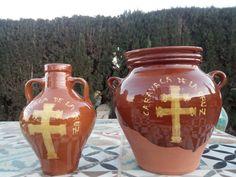 Colección de vasijas, botijos y otros productos realizados y pintados a mano. 100% artesanal. Con motivo del año jubilar 2017 de Caravaca de la Cruz (Murcia)