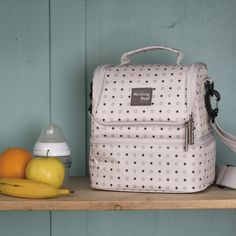 Le sac isotherme Circus de la marque Walking Mum permet de transporter votre repas et les accessoires dont vous aurez besoin.