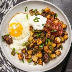 """This simple but tasty Chorizo Breakfast Hash is a breakfast classic. Perfect for your lazy weekend brunch, or even """"breakfast for dinner"""". Chorizo Breakfast, Breakfast Hash, Breakfast For Dinner, Paleo Breakfast, Breakfast Recipes, Mexican Breakfast, Breakfast Sandwiches, Breakfast Ideas, Breakfast Plate"""