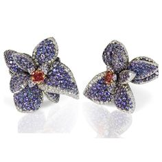 This jaw-dropping Flower ring by Riger & Boje featuring natural fancy red diamond of 0,44ct, delicately embellished with violet sapphires pavé and white diamonds will be sold on January 19 at the Yacht Club in Monaco @artcurial__