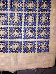 Cross Stitch Designs, Cross Stitch Patterns, Cross Stitch Geometric, Palestinian Embroidery, Bargello, Christmas Cross, Embroidery Stitches, Needlepoint, Needlework