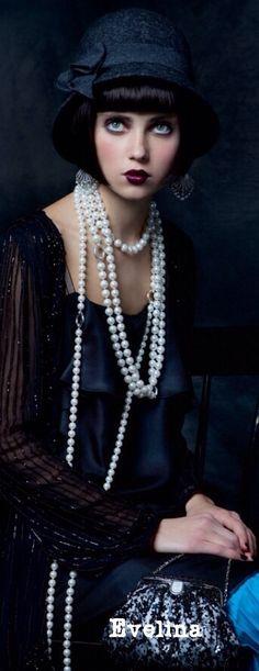 Pearls mandatory accessory of 20's fashion