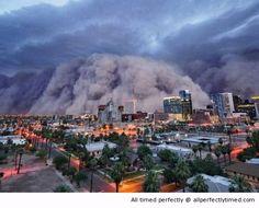 Stormby i Phoenix, Arizona - När öknen är torrt och monsunsäsongen kommer, är detta resultatet.  En fantastisk syn att se detta komma till staden.