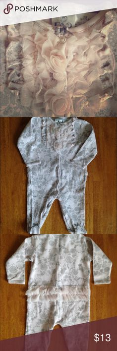 FAO Schwarz Baby Girl Lacy Ruffle Footie PJ's 🎀 FAO Schwarz Beautiful Baby Girl footie PJ's w/ tule ruffles on the chest & a Grey ribbon bow 🎀 at the top • Also tule ruffles on the bum w/ a little Grey ribbon bow 🎀 The pattern on these PJ's looks like a silver lacy pattern, so pretty! Also, little Grey ribbon bows on the feet. These PJ's are in 💕EXCELLENT CONDITION💕 FAO Schwarz Pajamas
