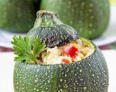 Courgettes rondes farcies au riz : http://www.fourchette-et-bikini.fr/recettes/recettes-minceur/courgettes-rondes-farcies-au-riz.html