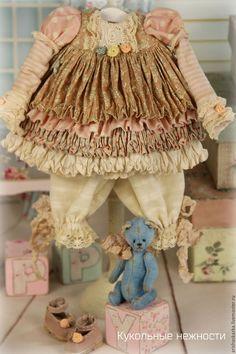 Купить или заказать Комплект для куклы , стиль бохо , шебби шик в интернет-магазине на Ярмарке Мастеров. Это комплект для моей новой куклы . На эту куколку будет аукцион . Аукцион будет от моей обычной цены ,куколку сможет кукпить любой желающий ,сделавший максимальную ставку. Комплект одежды для кукол в стиле шебби-шик , бохо : комбинированное платьице с длинным рукавом , панталончики , замшевые ботиночки ручной работы ,мишка . Одежду не продаю ,выложила для оформления витрины магазина.