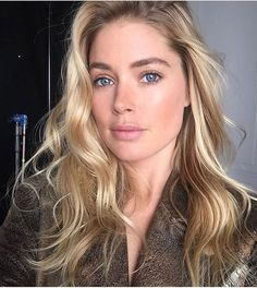 Doutzen Kroes looking flawless with nomakeup look. #loreal #lorealparis #doutzenkroes #makeup #natural #blonde #glowing #pinklips #fabfashionfix