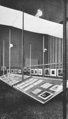 Franco Albini, Scipione & Black and White exhibit, Pinacoteca di Brera, Milan, 1941 Space Architecture, Architecture Details, Exibition Design, Stage Set Design, Museum Displays, Viborg, Gold Work, Expositions, Museum Exhibition