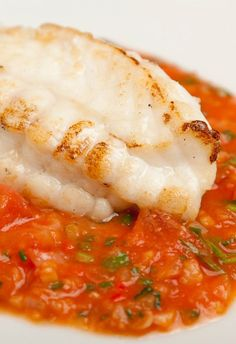 Monkfish Recipe With Tomato, Ginger & Garlic – Great British Chefs Monkfish with tomato, ginger and garlic – Shaun Hill. This is a simple seafood recipe to prepare that would be great with slices of garlic bread. Fish Dishes, Seafood Dishes, Fish And Seafood, Main Dishes, Seafood Platter, Shellfish Recipes, Seafood Recipes, Cooking Recipes, Healthy Recipes