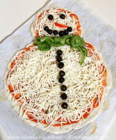Adorable snowman pizza from Watching-what-i-eat!