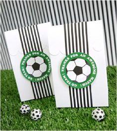 Eine süße Idee für eine Einladungskarte zum Fussball-Kindergeburtstag! Danke dafür Dein blog.balloonas.com #kindergeburtstag #motto #mottoparty #balloonas #fussball #soccer #einladung #invitation
