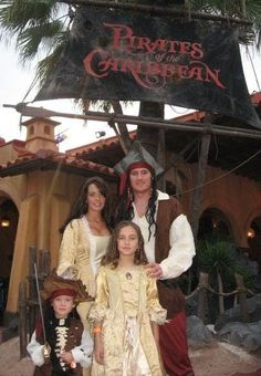 Disney Pirates of the Caribbean family costume idea. Disney family costume idea for Mickey's Not so Scary Halloween party. Pirate Halloween Costumes, Cute Costumes, Halloween 2015, Holidays Halloween, Scary Halloween, Halloween Party, Halloween Stuff, Halloween Ideas, Costume Ideas