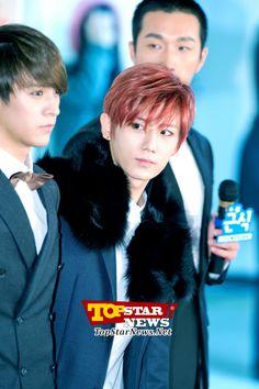 BEAST's Jang Hyun Seung, 'Courteous guy'… Red carpet of the 2012 Melon Music Awards [KPOP PHOTO] Jang Hyun Seung, Korean Celebrities, Music Awards, Madness, Red Carpet, Beast, Singing, Kpop, Dance