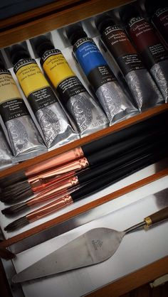 For the love of luxury art materials, oil paints by Sennelier, brushes by Jackson's and traditional artists box by Jullian of Paris  #artmaterials #brushes #oilpaint