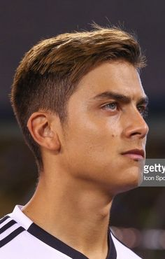 Juventus Soccer, Juventus Players, Soccer Guys, Soccer Pictures, Haircuts For Men, Football Players, Ronaldo, Cute Guys, Hair Trends
