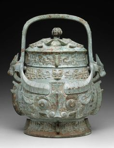 Ceremonial wine vessel with cover (yu).      Chinese, Western Zhou dynasty, 12th–11th century B.C.