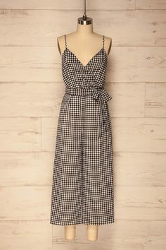 Valleiry / You'll feel absolutely charming and at ease thanks to this plaid jumpsuit! You'll love the retro style of the wide legs and fabric belt that accentuates your waist. The lateral invisible zipper, soft stretch lining, and adjustable straps are practical aspects you'll appreciate. #boutique1861