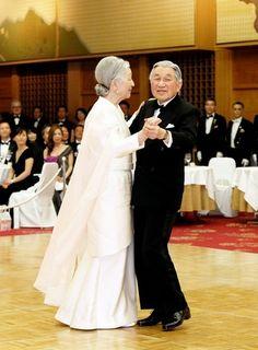 両陛下、20年ぶりにダンスを披露 事前に御所で練習も