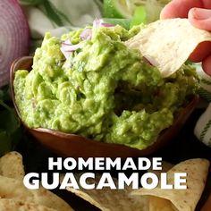 Delicious and easy homemade guacamole recipe is the best! is part of Guacamole recipe This delicious and easy homemade guacamole recipe is the best guacamole recipe around! So easy to make with ripe - Guacamole Recipe Easy, Guacamole Dip, How To Make Guacamole, Avocado Hummus, Salsa Recipe, Guacamole Recipe With Mayonnaise, Recipes For Guacamole, Appetizer Recipes, Veggie Food